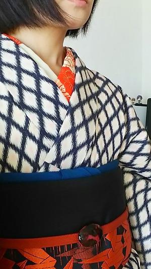 フェンスな柄の着物と丈短い絞りの羽織